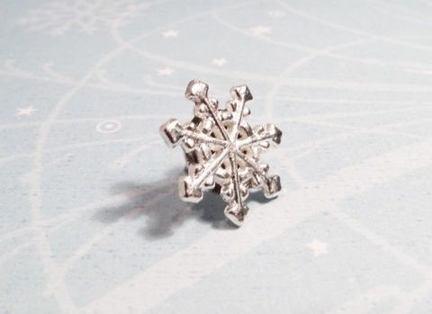 Snowflake,Pin,,Tie,Tac,Brooch,Snow,Winter,Christmas,Silver,snowflake pin, brooch, tie tack, tie tac, lapel pin, snow flake, winter, cold, hiver, flocon de neige, christmas, noel, jewelry, seasonal, silver, snow, north pole, cscharms, cs charms, etsy