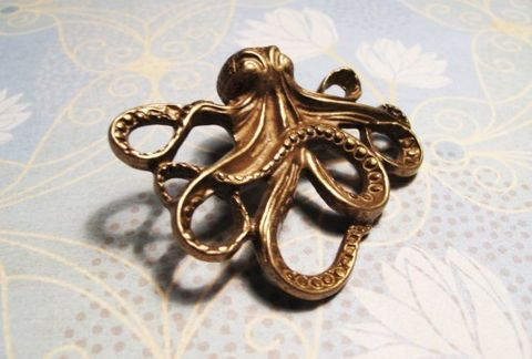 Octopus,Brooch,in,Antique,Bronze,,pin,squid,nautical,steampunk,kraken,octopus brooch, pin, squid, nautical, steampunk, kraken, antique bronze, brass, cthulhu, cthulu