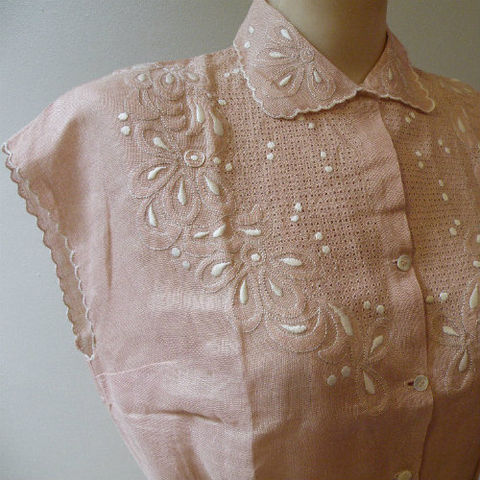 50s,Embroidered,Linen,Top,Deadstock,38b/30w,1940s, 40s, 1950s, 50s, vintage, blouse, top, linen, cut work, open work, embroidery, mauve, taupe, curvy, sweetiepievintage, sweetie pie vintage