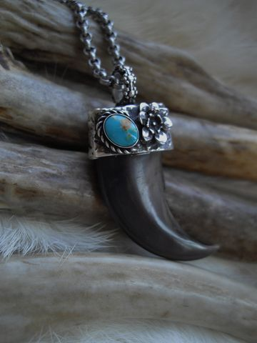 genuine,bear,claw,set,in,a,sterling,silver,and,turquoise,cap,bear claw, bear claw necklace, bear claw pendant, black bear jewelry, spirit guide jewelry, talisman, turquoise, blue stone,  claw, birthstone necklace, birthstone jewelry,  flower necklace, pendant with claws, mothers day jewelry