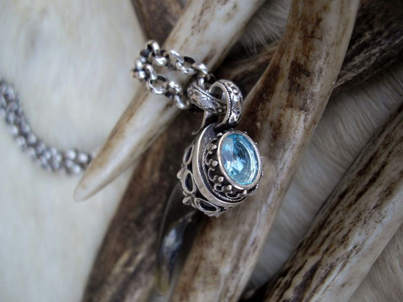 Wolf claw and Swiss blue Topaz pendant necklace  - product images  of