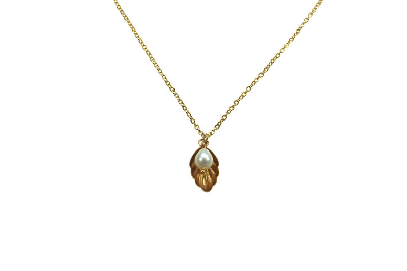 Oyster charm necklace - product image