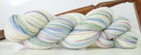 Peach's,Daydream,yarn, hand dyed, wool, rainbow yarn, winter rainbow