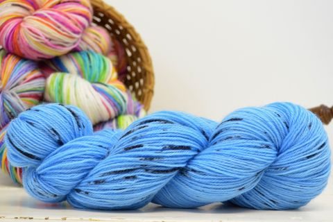 Blue,Bird,~,with,Speckles,yarn, kettle dyed, indiedyed yarn, solid yarn, tonal yarn