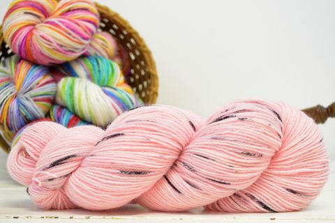Petal,~,with,Speckles,yarn, kettle dyed, indiedyed yarn, solid yarn, tonal yarn