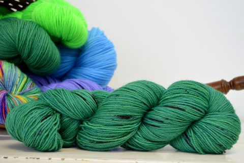 Emerald,Isle,~with,Speckles,yarn, kettle dyed, indiedyed yarn, solid yarn, tonal yarn