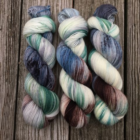 Blue,Barn,in,Winter,yarn, hand dyed, wool, handdyed, indie dyed, christmas yarn, holiday yarn, old barn in winter, winter barn, winter yarnhanddyed, winter yarn