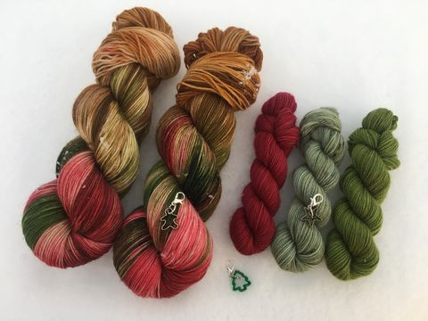 Holiday,Sock,Set,~,Highland,Yuletide,sock set, sock knitting, knit, knitting, heel and toe, mini skein, handmade sock, outlander yarn, outlander yarn club, outlander knits