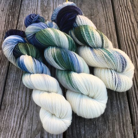 Winter,in,Hogsmeade,~,Harry,Potter,Inspired,Yarn,yarn, Hand dyed, kettle dyed, Harry Potter, Hogsmeade, Winter in Hogsmeade