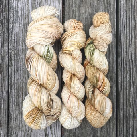 King's,Landing,~,Game,of,Thrones,Inspired,yarn, millspun, Bee-inspired, handdyed, kettle dyed,wool, yarn, knit, knitting, superwash yarn, hand dyed yarn, indie dyed yarn, fingering, corriedale yarn, bumblebee acres farm, game of thrones yarn, game of thrones knits, handmade
