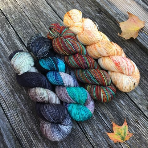 Autumn,Rainbow,on,Halloween,Kit,yarn, Hand dyed, kettle dyed, wool, handdyed, fade kit, find your fade, so faded, comfort fade