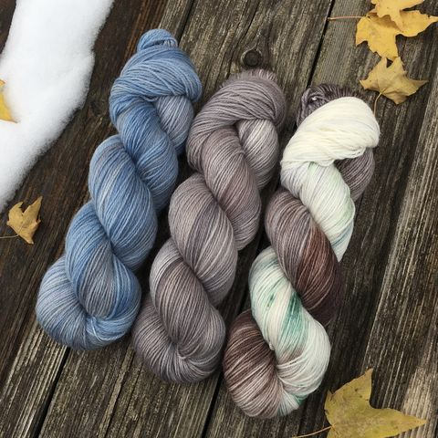 Faded,Old,Blue,Barn,in,Winter,KIT,yarn, hand dyed, wool, handdyed, indie dyed, christmas yarn, holiday yarn, old barn in winter, winter barn, winter yarnhanddyed, winter yarn