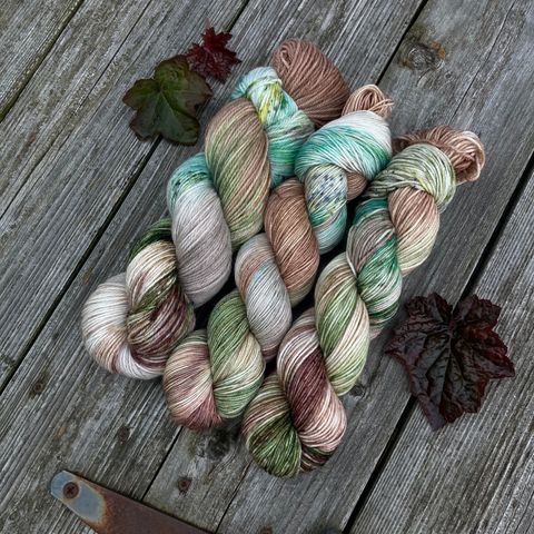 The,Green,Dragon,~,Lord,of,the,Rings,Inspired,Yarn,Hobbit, yarn, superwash, handdyed, kettle dyed, Mirkwood, middle earth, lord of the rings