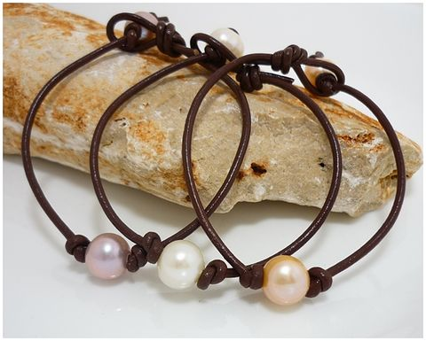 Leather,and,Pearl,Bracelet,Handmade, Handcrafted, Leather and Pearls, Pearls on Leather, Minimalist Bracelet, Jewelry, Beadz and More, Boho, Stack Bracelet, Pearl Bracelet, Classic