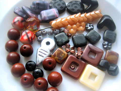 Variety,Glass,Beads,mix,C,mostly,vintage,glass bead lot, mixed glass beads, glass vintage beads, variety beads, subtle colours beads, neutral shades beads, classic colors beads