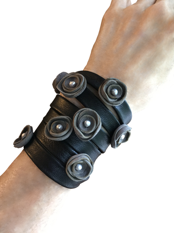 Wrapping flower bracelet, black & grey lambskin - product images  of