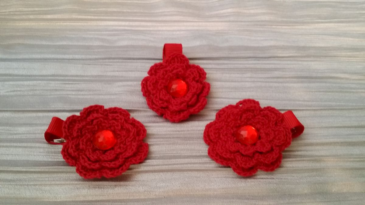 Mini Crocheted Flowers on clips - product image