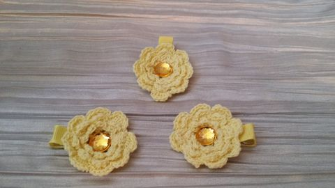 Mini Crocheted Flowers on clips - product images 1 of 5