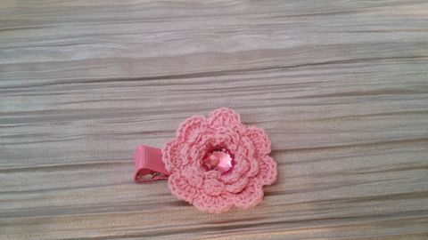 Mini Crocheted Flowers on clips - product images 4 of 5