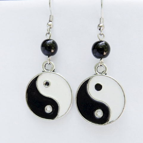 Yin,Yang,Earrings,Jewelry,hippie_jewelry,yin_yang,black_and_white,round,peace,balance,harmony,yinyang_earrings,earwires,black glass beads,enameled yin yang charms