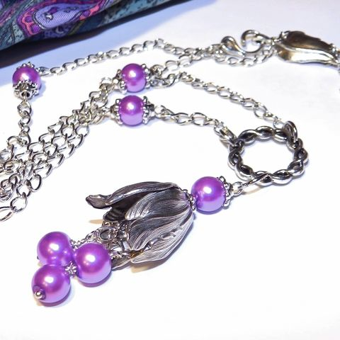 Silver,and,Violet,Necklace,Jewelry,Radiant_orchid,,new_jewelry,hot_jewelry,gift_for_woman,valentine's_day,valentine_gift,Purple_Necklace,Vintaj_tulip,Silver_flower,dangle_pendant,pendant_on_chain,glass pearls,chain,alloy link ring,pins,jumprings,beadcaps,Vintaj
