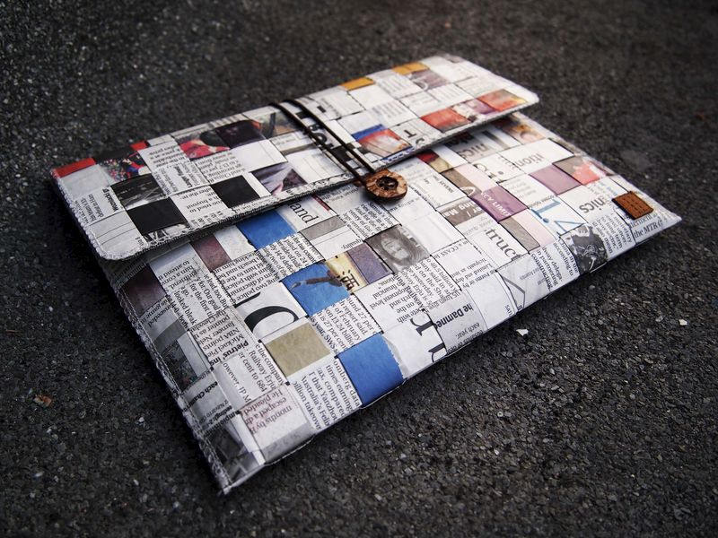 "Newspaper computer / talet bag (custom made for any model between 8""-11.1"") - product images  of"
