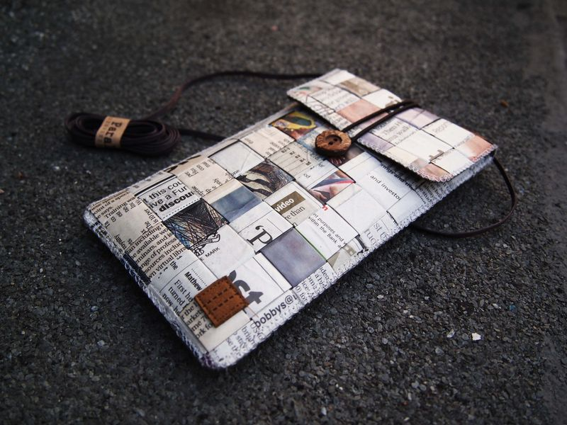 Newspaper phone bag (vertical) (custom made for any model) - product images  of