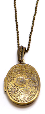 Vintage,Design,Floral,Pattern,Brass,Locket,Necklace,(Organza,Gift,Pouch,Included).,Vintage Design Floral Pattern Brass Locket Necklace (Organza Gift Pouch Included).