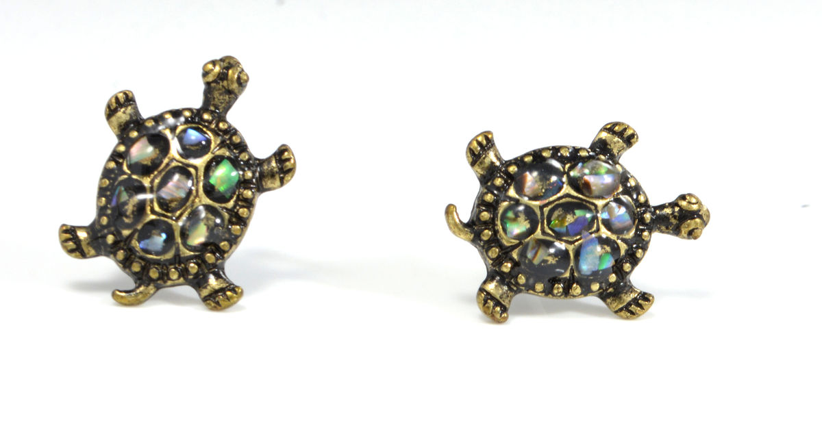 enamel s claire turtle stud earrings ca