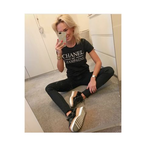 Chanel,&,champagne,tee
