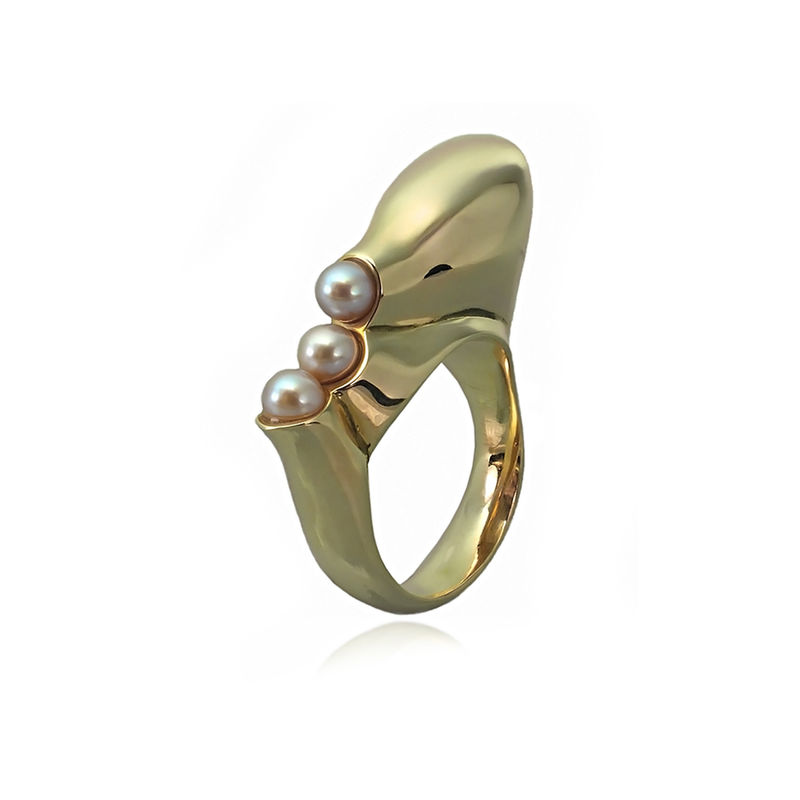 Ring: Sterling silver, 18ct gold vermeil  Fresh water pearls  Amethyst