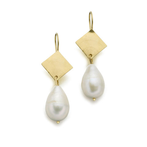 18K solid yellow gold earrings with  Baroque Freshwater Pearls in white