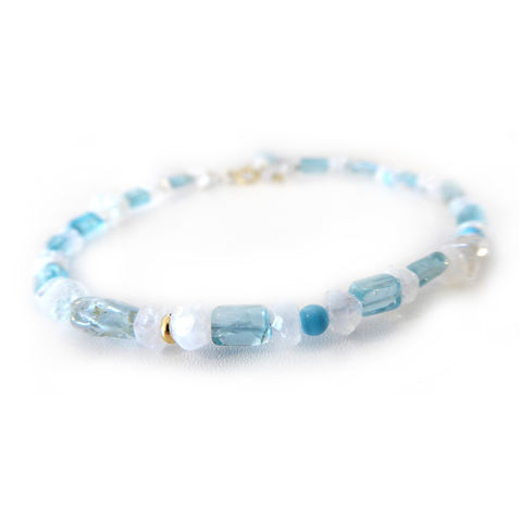 Moonstone,and,Apatite,Bracelet,by,Catherine,Marche,gemstones bracelet, friendship bracelet, gold and moonstone bracelet,beaded bracelet, solid 18K gold jewelry, 18ct gold and turquoise, blue gemstones, white gemstones, moonstone bracelet, catherine marche
