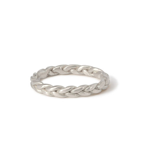 Plait,ring,silver,by,Naomi,Tracz,silver plaited ring