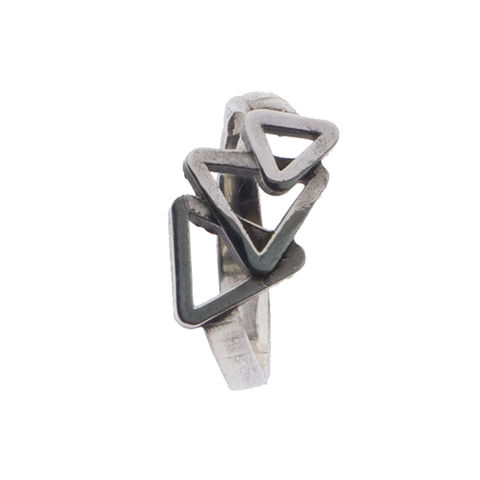 Charming,triangles,ring,by,Varr-Dan,silver ring with triangles, Varr-Dan, jedeco, geometric silver ring