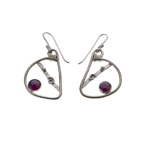 Mandolin,earrings,silver,by,Varr-Dan,silver mandolin earrings, Varr-Dan, jedeco, silver and garnet earrings