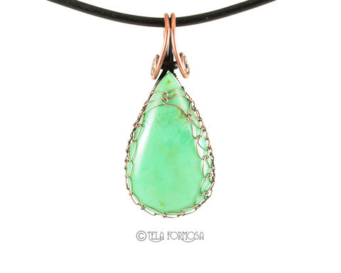 Australian,Chrysoprase,Pendant,Netted,and,Woven,in,Copper,Handmade,Wire,Wrapped,Australian chrysoprase pendant, chrysoprase pendant, wire wrapped pendant, wire weave, netted wire, wire wrapped jewelry, cabochon jewelry, green pendant,copper, handmade