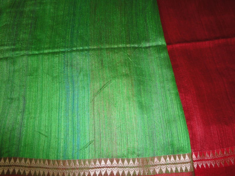 Plain Red Handloom Silk Saree with Multicolour Pallu and Green Blouse - product image