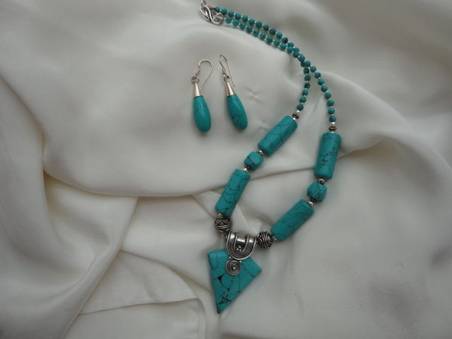 Tibetan Turquoise Pendant Necklace with matching tear-drop earrings - product image