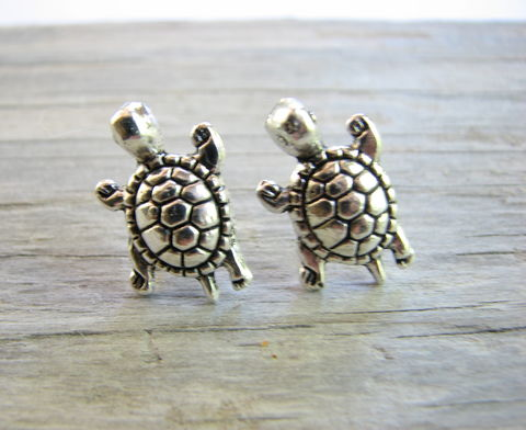 Silver,Turtle,Stud,Earrings,silver turtle stud earrings, turtle jewelry, turtle studs, turtle post earrings, stainless steel posts, minimalist earrings, simple everyday earrings,