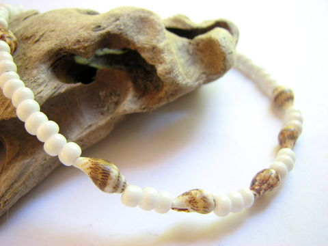 White,Beaded,Sea,Shell,Ankle,Bracelet,,Beach,Bride,Anklet,beach bride, ocean wedding, beaded ankle bracelet, sea shell ankle bracelet, seashell ankle bracelet, white ankle bracelet, beach ankle bracelet, sea shell anklet, sea shell ankle jewelry, seashell anklet, white bead anklet, shell anklet, bohemian ankle b