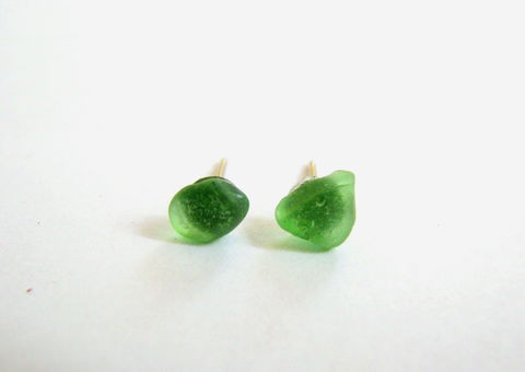 Tiny,Green,Sea,Glass,Stud,Earrings,emerald green, green sea glass, green seaglass, green earrings, green stud earrings, small beach earrings, beach glass earrings, natural earrings, green sea glass jewelry, small stud earrings, beach glass studs, green post earrings, mens stud earring, tin