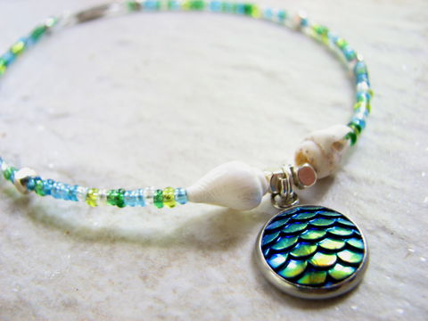 Beaded,Mermaid,Ankle,Bracelet,with,Shells,mermaid charm anklet, mermaid scales ankle bracelet, mermaid beaded anklet, iridescent blue and green jewelry, sea shell mermaid anklet, seashell ankle bracelet, ocean anklet, beach ankle jewelry, barrel closure, twist closure, dainty ankle bracelet, foot
