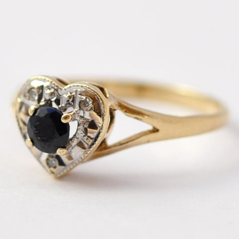 Sapphire,Heart,Ring:,Vintage,Diamonds,&,9K,Gold,,Size,6.5,/,6.75,Vintage Retro Unique Natural Sapphire and Diamond 9K Gold Heart Shaped Promise Engagement Ring