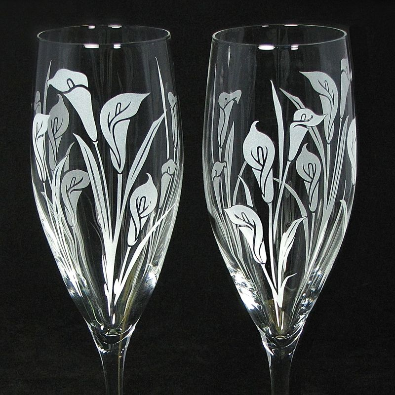 2 Toasting Flutes with Calla Lilies, Personalized Champagne Glasses, Wedding Gift for Bride and Groom - product images  of