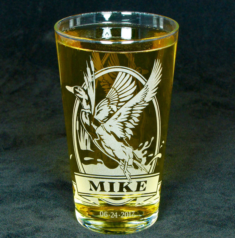 1 Personalized Pint Glass with Mallard Duck, Etched Glass Beer Glass Gift for Man - product image