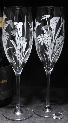 2,Calla,Lily,and,Daisy,Floral,Wedding,Champagne,Flutes,,Personalized,Glasses,,Fine,Crystal,calla lily, daily, wedding champagne flutes, wedding glasses, toasting flutes, champagne glasses, wedding gift for couple, champagne flutes