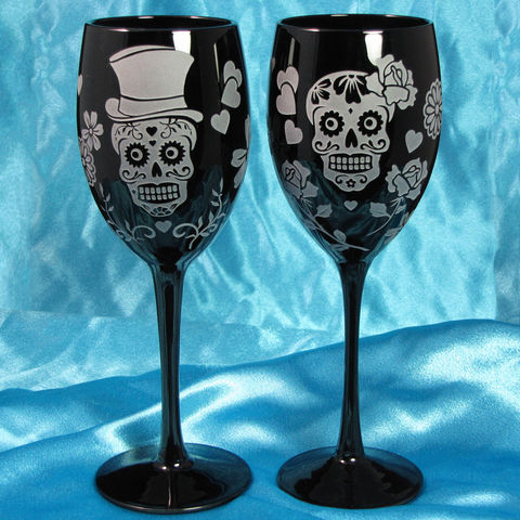 Black,Day,of,the,Dead,Wine,Glasses,,Dia,De,Los,Muertos,Wedding,Sugar,Skull,Calaveras,Calavera, Sugar skull, day of the dead, black glass, dia de los muertos wedding glasses, personalized, Wedding Decor, Etched glass, wine glasses, Day of the Dead, Dia de Muertos Wine Glasses, Halloween, sugar skull wedding glasses, Calavera, wedding