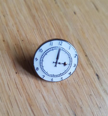 Clock,badgepin
