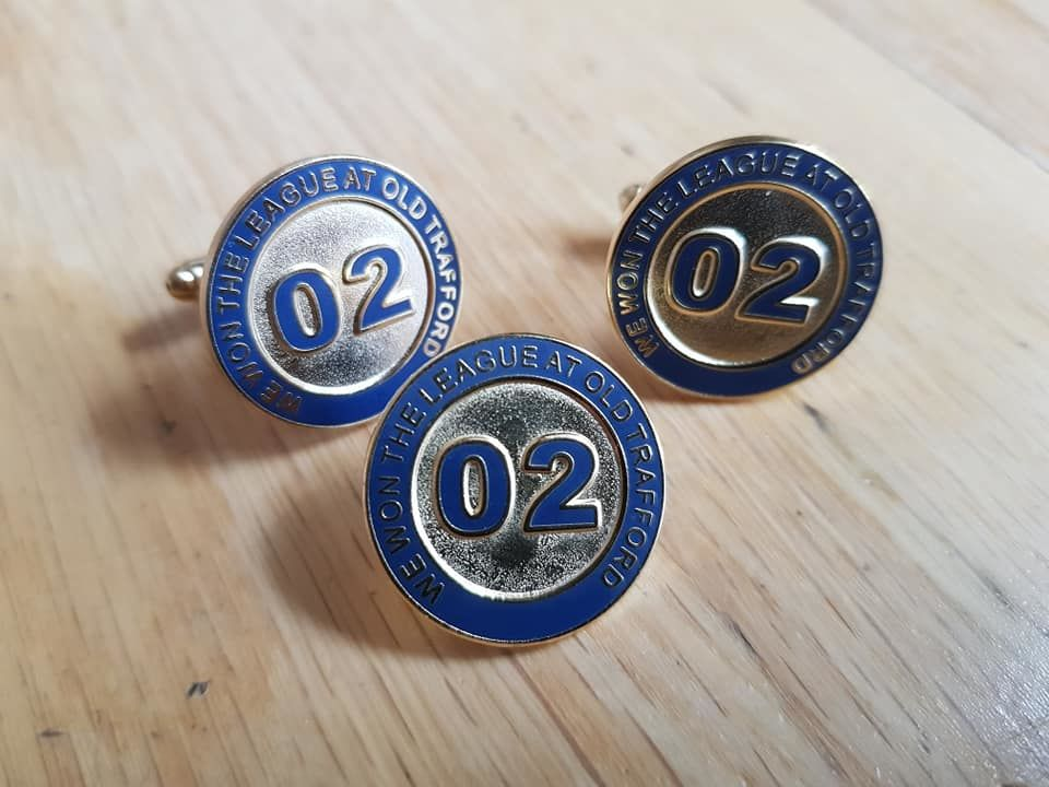 We won the league at Old Trafford - cufflinks + Badgepins - product image